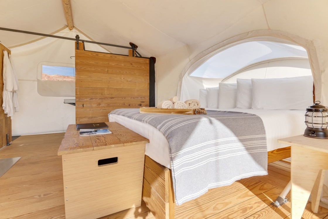 Stargazer King Bed with Viewing Window at Under Canvas
